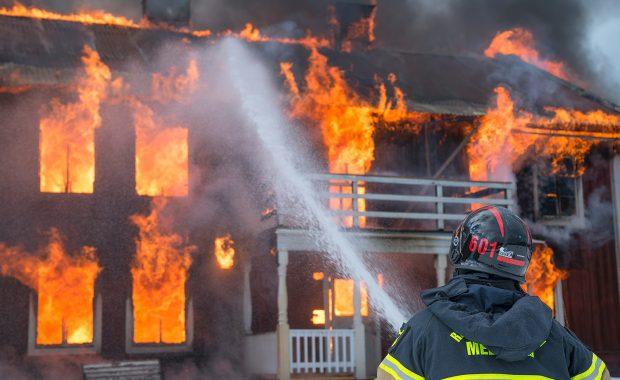 Equipamentos de segurança contra incêndios em edifícios